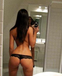 ex gf posing naked